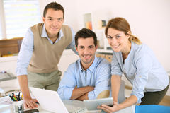 Equipe do negócio que usa o computador e a tabuleta fotos de stock royalty free