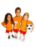 Equipe do vencedor do futebol do menino e das meninas isolados Fotos de Stock