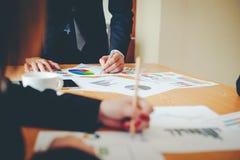 Equipe Doing Business dos trabalhos de equipa como uma unidade das reuniões de Team Corporate fotos de stock royalty free