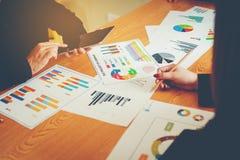 Equipe Doing Business dos trabalhos de equipa como uma unidade das reuniões de Team Corporate imagem de stock