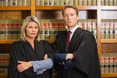 Equipe dos advogados na biblioteca de direito foto de stock royalty free