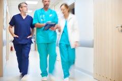 A equipe dos cirurgiões imagens de stock