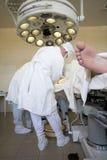 Equipe dos cirurgiões no trabalho imagens de stock royalty free