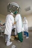 Equipe dos cirurgiões no trabalho fotos de stock