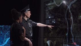 Equipe especial da resposta da polícia no escritório futurista video estoque