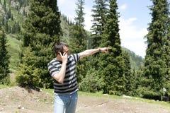 Equipe a fala no telefone de pilha Foto de Stock