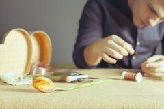Equipe fazer o presente feito a mão para sua esposa ou amiga amado Imagens de Stock Royalty Free