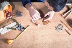 Equipe fazer o presente feito a mão para sua esposa ou amiga amado Imagem de Stock Royalty Free
