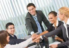 Equipe feliz do negócio no escritório Imagem de Stock