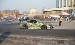 A equipe Garage-13 do carro de esportes monta na trilha durante o mundo Ca fotos de stock royalty free