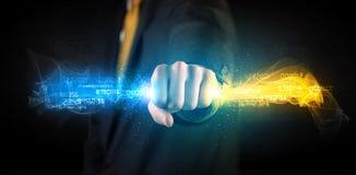 Equipe guardar dados de incandescência coloridos em suas mãos Imagens de Stock