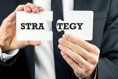 Equipe guardar duas partes de um enigma com estratégia Imagens de Stock Royalty Free