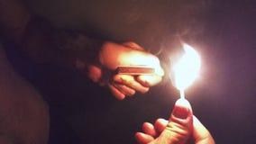 Equipe luzes um fósforo na escuridão e burning no fundo preto Lento-movimento vídeos de arquivo