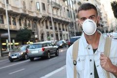 Equipe a máscara protetora vestindo devido a odor repugnante foto de stock royalty free