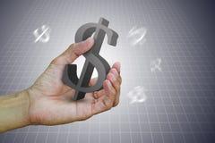 Equipe a mão do ` s que guarda o sinal de dólar no fundo do inclinação Fotografia de Stock Royalty Free
