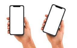 Equipe a mão que guarda o smartphone preto com tela vazia fotografia de stock royalty free
