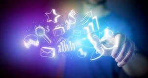 Equipe mão tocante ícones tirados do negócio em um futuristi da tecnologia Fotografia de Stock Royalty Free