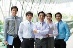 Equipe moderna bem sucedida do negócio fotografia de stock