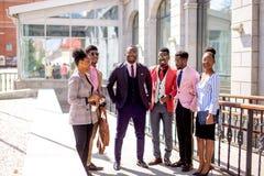Equipe motivado talentoso com seu chefe forte imagens de stock royalty free