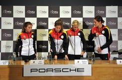 Equipe nacional do tênis das mulheres de Alemanha durante uma conferência de imprensa imagem de stock