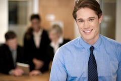 Equipe no trabalho, gerente do negócio no primeiro plano Foto de Stock