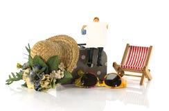 Equipe o assento na mala de viagem com placa do destino do curso Fotografia de Stock Royalty Free