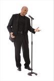 Equipe o canto no microfone Foto de Stock Royalty Free