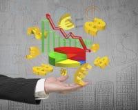 Equipe o símbolo do euro dos sinais de dólar dos gráficos do crescimento do negócio de exibição da mão Foto de Stock