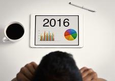 Equipe a observação de cartas de 2016 em sua tabuleta Fotos de Stock