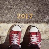 Equipe os pés e o número 2017, como o ano novo Foto de Stock Royalty Free