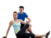 Equipe os pares da mulher que exercitam o edifício de corpo do exercício Imagem de Stock Royalty Free