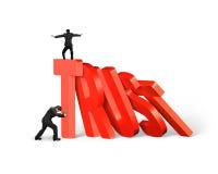 Equipe a parada do dominó da confiança que cai com o outro que equilibra nele Imagem de Stock