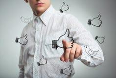 Equipe a pressão de um correio virtual do ícone no ar Fotografia de Stock