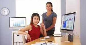 Equipe profissional de mulheres de negócios multi-étnicas Fotos de Stock