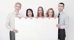 Equipe profissional do negócio com o cartaz vazio grande fotos de stock