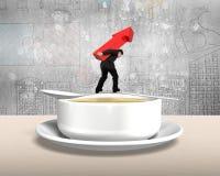 Equipe a seta levando que equilibra acima na colher com bacia de sopa Imagem de Stock Royalty Free