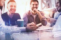Equipe Startup e carta financeira Foto de Stock