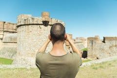 Equipe a tomada de uma imagem do forte de Salses, França Imagem de Stock Royalty Free