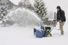 Equipe usando um ventilador de neve poderoso Imagens de Stock Royalty Free