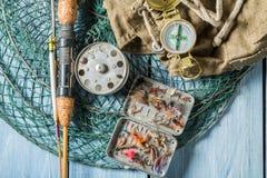Equipmen del pescador con el compás, las barras y la mochila Fotos de archivo