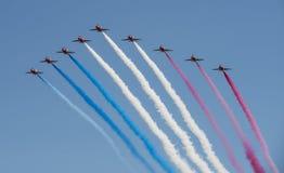 Equipo aeroacrobacia de Royal Air Force - las flechas rojas fotografía de archivo