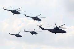 Equipo aeroacrobacia ruso Berkuts en Mi-28 Imagen de archivo libre de regalías