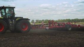 Equipo agrícola Cultivo de agricultura Maquinaria de cultivo Tractor de cultivo almacen de video