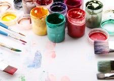 Equipo artístico: pintura, cepillos Foto de archivo libre de regalías