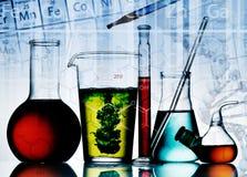 Equipo clasificado de la cristalería de laboratorio Imágenes de archivo libres de regalías