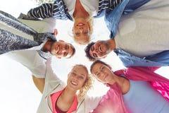 Equipo de adolescentes en un grupo Foto de archivo libre de regalías