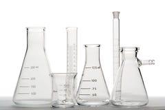 Equipo de cristal en laboratorio de ciencia Imagen de archivo