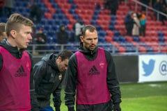 Equipo de CSKA a calentar antes del juego de fútbol Foto de archivo