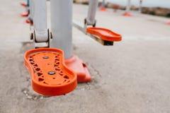 Equipo de deportes en la calle de la ciudad El concepto de una forma de vida y de una accesibilidad sanas de los deportes que ent Fotos de archivo