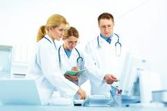Equipo de doctores imágenes de archivo libres de regalías